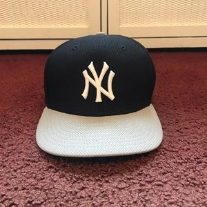 New York Yankees Fitted Hat  7 1/8